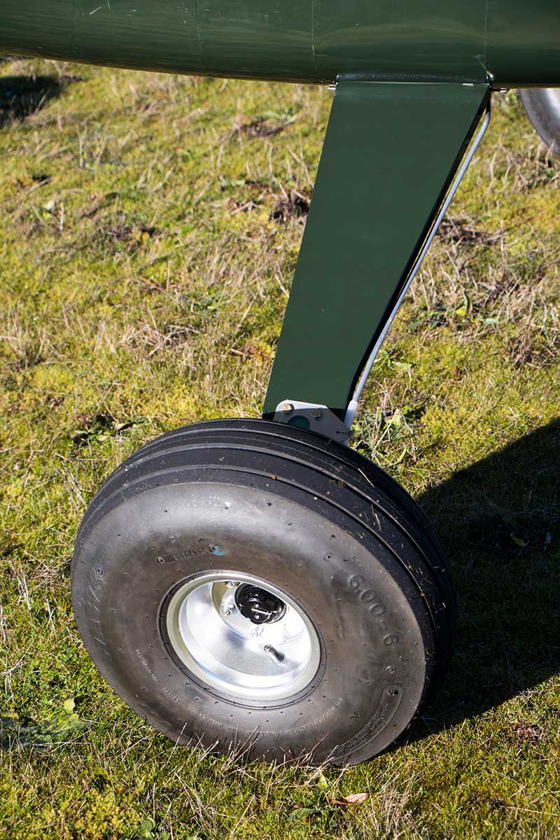 Ranger R7's rugged landing gear was designed to handle your good landings, your bad ones, student pilots, unpaved runways, and practically any adventure you choose